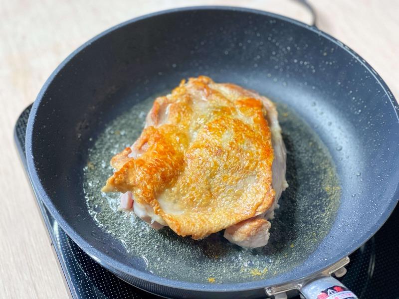 フライパンで焼いた鶏もも肉