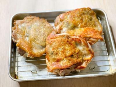 キノコを詰めた鶏もも肉のロースト